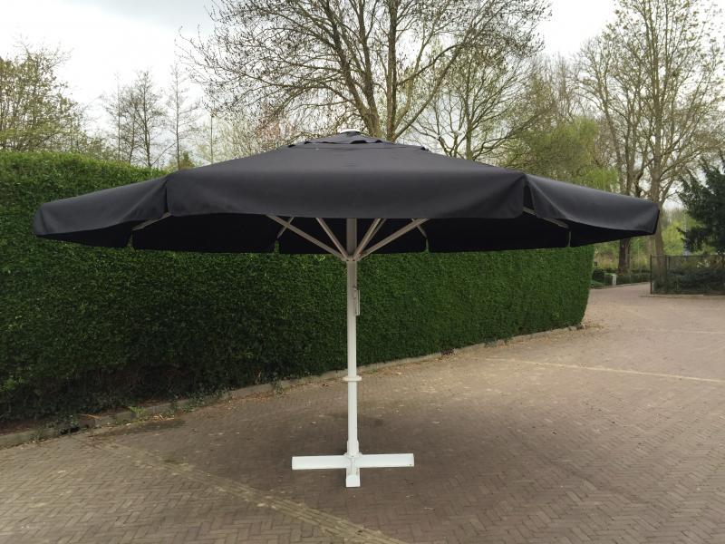 parasol 4 5 meter tenten partyverhuur funxpert attractieverhuur. Black Bedroom Furniture Sets. Home Design Ideas